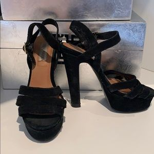 Steve Madden Shoes - Steve Madden Dayglow black suede platform sandals.